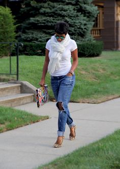 White tee, ripped jeans, leopard pumps and colourful, print, oversized clutch with green aviators Fall Outfits, Casual Outfits, Cute Outfits, Fashion Outfits, Womens Fashion, Fashion Tips, Fashion Trends, Cheap Fashion, High Fashion