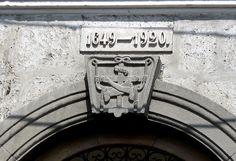 Portada de una casona colonial en el centro de Arequipa.