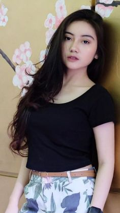 Pin Image by Hujabi Manja Cute Asian Girls, Beautiful Asian Girls, Burmese Girls, Goth Beauty, Indonesian Girls, Stylish Girl Pic, Girl Hijab, Girls In Leggings, Beautiful Hijab