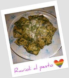 Ricetta http://polpettinafritta.blogspot.it/2011/10/ricetta-ravioli-al-pesto-con-farcia-di.html