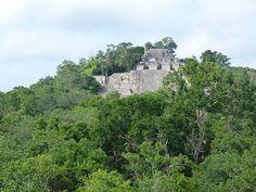 Las ruinas mayas de Calakmul, en Campeche, México, son uno de los conjuntos arqueológicos más asombrosos que he visitado. Es una ciudad engullida por la selva