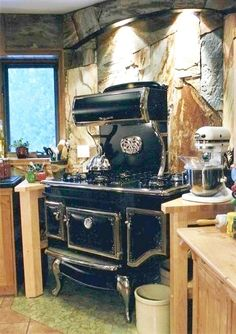 Awesome vintage looking appliances at this site ~ Elmira Stove Works. Hope to have some of these in our someday home! Antique Kitchen Stoves, Antique Stove, Log Home Kitchens, Home Decor Kitchen, Kitchen Ideas, Farmhouse Kitchens, Dream Kitchens, Kitchen Designs, Farmhouse Decor