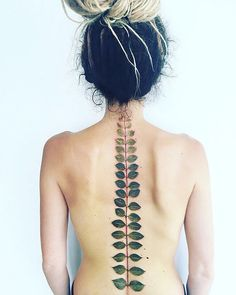 Spine Tattoos and Designs: Pis Saro, the Botanical Tattoo Artist Leaf Tattoos, Body Art Tattoos, Cool Tattoos, Tatoos, Tattoos Skull, Ink Tattoos, Tattoo Son, Get A Tattoo, Tattoo Neck