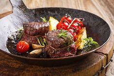 Ein köstliches Gericht, passend zur herbstlichen Jahreszeit sind Hirsch Medaillons! Die Zubereitung ist ganz einfach.