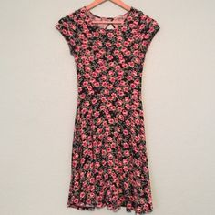 Floral Stretch Dress Cut Out Back Beautiful Floral Print. very stretchy. Count out back. Dresses