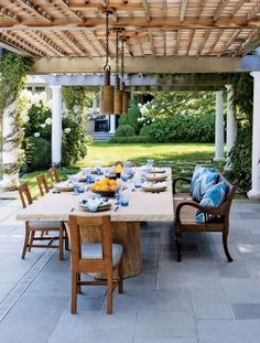 Contemporary Outdoor Space by Juan Montoya Design in Southampton, NY
