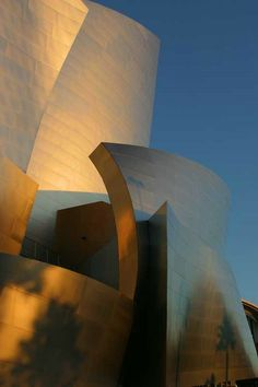 "Frank O. Gehry/Disney Concert Hall, Los Angeles  image by     image:""Walt Disney Concert Hall at sunrise ""  © Carol Davis"