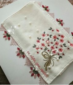 Knitting Baby Vest Robe Models and Constructions – Embroidery Desing Ideas Hand Embroidery Patterns, Lace Patterns, Baby Knitting Patterns, Cross Stitch Embroidery, Embroidery Designs, Crochet Patterns, Crochet Bedspread, Needle Lace, Crochet Lace