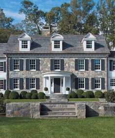 Add curb appeal to your Colonial style home with these 3 high-impact exterior updates. Style At Home, Exterior Tradicional, Architecture Classique, Design Exterior, Stone Exterior, Stone Facade, Colonial Exterior, Exterior Homes, Colonial Style Homes