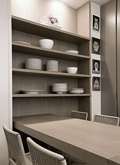 Shelves and integrated table Kitchen Interior, Interior, Living Dining Room, Dining Room Interiors, Kitchen Room, Cupboard Wardrobe, Kitchen Dining, Kitchen Dinning, Apartment Kitchen
