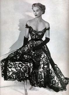 Lisa Fonssagrives-Penn 1951 |