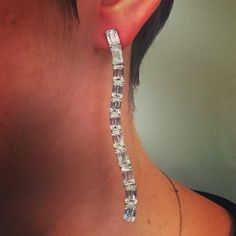 Tombursteinchristies. How incredibly sexy is this William Goldberg x Ashoka Diamond pair of earrings! Their use of diamonds to shape and complete each design is like no other. @williamgoldbergdiamonds @ashokadiamond @christiesjewels #christiesprivatesales #ashoka