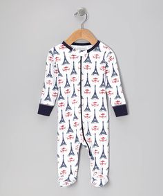 This baby basic contains all of the necessary ingredients to make it a must-have: comfort, convenience and classic style. A zipper from top to bottom makes for quick changing, while the fun print and organic cotton construction live happily together in eco-friendly harmony.
