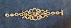 Voici le bracelet assorti au collier doré. Le motif central se prête également fort bien à un collier ras de cou pour celles qui aiment...