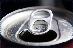 Cola powoduje erozję szkliwa. Pamiętaj, że pita w nadmiarze, nie będzie zbawienna dla pięknego uśmiechu.