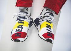 c8a654ffe Pharrell Williams BBC Adidas NMD Human Race blanche bleu jaune et rouge  BB9544 (3)