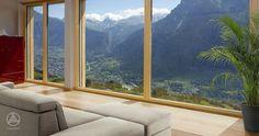 Das nahezu energieautarke Haus Markert war eine architektonische Herausforderung, denn es thront in steilster Hanglage auf über 1200m Höhe in den Schweizer Bergen.
