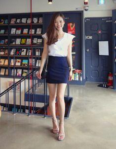 Today's Hot Pick :微褶面料纯色包臀短裙 http://fashionstylep.com/SFSELFAA0023506/bagazimuricn/out 包臀裙多种场合都实用,经典纯色系,搭配起来百无禁忌哦!紧致收束,勾勒优雅诱人的曲线~面料采用微褶材质,自带立体效果,即使是最简约的经典款型,也能让你穿出不同的时尚感觉! -半身短裙 -包臀 -微褶 -纯色 -简约优雅风