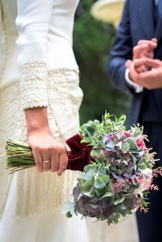 Irene y su boda en un palacete de Gijón Wedding Bells, Fall Wedding, Wedding Flowers, Dream Wedding, Wedding Readings, Bride Bouquets, Bridal, Wedding Styles, Wedding Planner