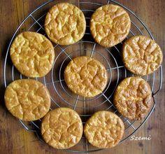 Egy totál ch mentes valami, ami a kenyér illúzióját adja.. egy totális fehérje puffancs.. :)) Ahol találtam, ott Atkins zsemleként sze... Atkins Diet, Paleo, Waffles, Muffin, Food And Drink, Low Carb, Mint, Cookies, Breakfast