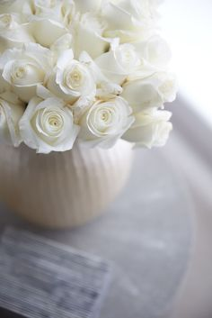 It's a beautiful world Beautiful Flowers Wallpapers, Beautiful Roses, Pretty Flowers, Fresh Flowers, Simply Beautiful, Flowers Gif, Romantic Flowers, White Cottage, Rose Cottage