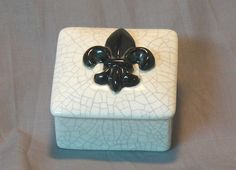 Fleur de Lis Ceramic Keepsake Box by GrapeVineCeramicsGft on Etsy, $15.00 #fluerdelis #paris #memories