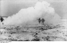 Stosstruppen progressing convered by a smoke barrage. Champagne front, 1917.