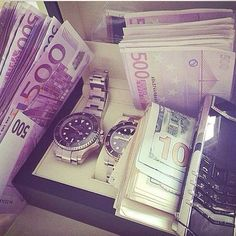 I am a money magnet Rich Lifestyle, Luxury Lifestyle, My Money, How To Make Money, Paypal Hacks, Jackpot Winners, Money Stacks, Billionaire Lifestyle, Luxe Life
