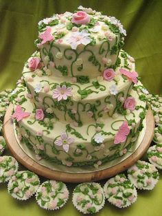 May Day cake! - looks like a European needlepoint against that ecru buttercream - magnificent
