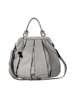 BALLOON ZIP SHOULDER STRAP GREY An oversized tote bag by The Swedish Model. This urban balloon style has two top handles and is made of pleated vegetable tanned leather. Frame-style top with metal zipper. Two interior pockets, one zipped. Easily converts from handbag to shoulder bag. Width 49 cm Hight 47 cm