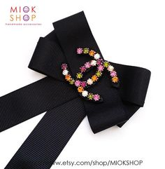 Multi color crystal logo Grosgrain bow brooch is the One and Only Item ! I designed every single piece of jewelry carefully and made only one so ALL ITEMS ARE READY TO SHIP right away and it takes days in US. This is an amazing fashion accessory Ite Cute Fashion, Vintage Fashion, Chanel Style Jacket, Brooch Corsage, Diy Y Manualidades, Crystal Logo, Women Bow Tie, Diy Fashion Accessories, Shirt Refashion