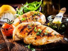 Al cocer el pollo, éste pierde algo de sabor en el proceso de cocción; pero no te preocupes, hay muchas formas de aumentar el sabor del pollo. Te comparto mi secreto para que sepas cómo hacer que tu pollo tenga más sabor y de esta manera siempre sirvas un pollo delicioso y nutritivo.