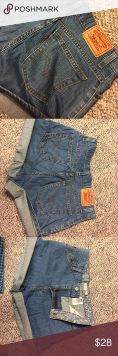 """LEVI'S """"Relaxed Shorts 550"""" Great condition! High rise. Can fold to any length desired! Fit more like a 4-5. Selling because they're to tight on me. Levi's Shorts Jean Shorts"""