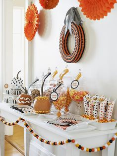 DIY Halloween Themed Candy Bar #halloween #decor #craft