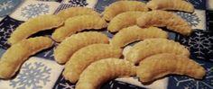 Vanilkové makové rohlíčky | NejRecept.cz Christmas Baking, Christmas Recipes, Onion Rings, Vegan, Cookies, Ethnic Recipes, Food, Smiley, Biscuits