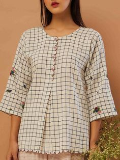 Ideas For Embroidery Designs For Kurtis Tunic Tops Kurta Designs, Short Kurti Designs, Blouse Designs, Cami Tops, Tunic Tops, Blue Top Outfit, Embroidery Suits, Embroidery Designs, Zardozi Embroidery