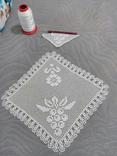 This Pin was discovered by Ayş Crochet Toddler Dress, Crochet Baby, Crochet Placemats, Crochet Dollies, Fillet Crochet, Bargello, 21st Birthday, Doilies, Diy And Crafts