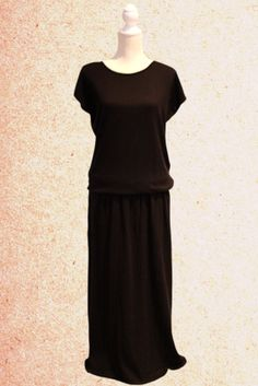 Maxi black bohemian dress, round neck, easy to wear, suitable for any kind of silhouette