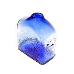 En vente sur #bowigo.fr Vase en verre soufflé pour une déco intérieur en couleur. Designer : Benjamin FOURNIER