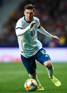 MADRID, SPAIN - MARCH Lionel Messi of Argentina runs with the ball during the International Friendly match between Argentina and Venezuela at Estadio Wanda Metropolitano on March 2019 in Madrid, Spain. (Photo by Quality Sport Images/Getty Images) Fc Barcelona, Lionel Messi Barcelona, Messi Argentina, Leonel Messi, Messi And Ronaldo, Messi 10, Ballon D'or, Soccer Pro, Football Players
