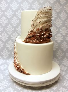 You know we're all about those waves, 'bout those waves! Loving these rose gold fondant waves! Gold Fondant, Modern Cakes, Tiered Cakes, Custom Cakes, Icing, Wedding Cakes, Wedding Decorations, Waves, Rose Gold