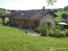 JURA. Secteur de Saint-Julien-Sur-Suran, maison en pierre complètement rénovée.