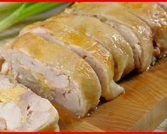 Astăzi vă prezentăm rețeta celui mai gustos și suculent file de pui gustat vreodată! Fileul de pui este scăldat în sos de frișcă, este acoperit cu crustă de cașcaval și copt la cuptor. Datorită acestui sos cremos, fileul de pui este incredibil de gustos, foarte fraged și suculent. Acest file de pui apetisant se combină excelent cu paste, orez sau piure de cartofi. Ingrediente – 1 kg de file de pui – 100 g de cașcaval tare – 1 pahar de frișcă grasă – 1 linguriță de muștar – 3 căței de usturoi ... Empanadas, Sushi, Sausage, The Cure, Bacon, Pork, Turkey, Healthy Recipes, Bread