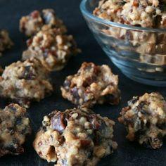 Ořechovo-datlové pusinky (přirozeně bezlepkové)   Jíme rádi Deserts, Cooking Recipes, Herbs, Cookies, Breakfast, Fitness, Kitchens, Biscuits, Morning Coffee