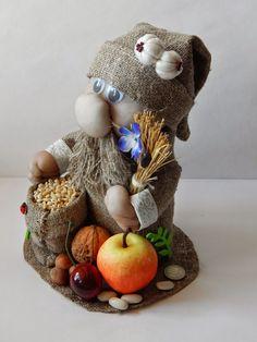 Для дома и друзьям в подарок вот такая порция оберегов из мешковины, капрона и всего что под рукой. Мой, домашний красавчик... Веничек ... Haft Seen, Arts And Crafts, Teddy Bear, Toys, Amulets, Christmas, How To Make, Blog, Handmade