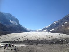 Athabasca glacier Us Honeymoon Destinations, Banff Alberta, Central America, Beautiful Places, To Go, Canada, Memories, Adventure, World