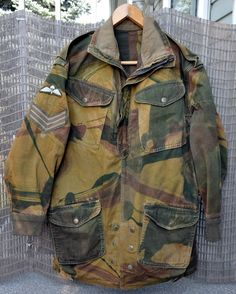 1954 Denison smock badged to a sergeant in the parachute regiment. British Army Uniform, British Uniforms, Ww2 Uniforms, Military Uniforms, Army Surplus Jacket, Camo Jacket, Military Archives, Parachute Regiment, Outfits