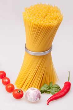 Pic: Spaghetti standing with fresh spices and vegetable