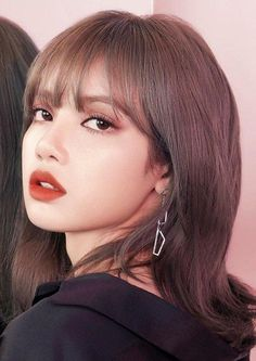 Lisa, Rosé, Jisoo e Jennie eram as alunas nerds e estranhas da escola… #fanfic # Fanfic # amreading # books # wattpad Jennie Blackpink, Blackpink Lisa, Tumbrl Girls, Lisa Blackpink Wallpaper, Blackpink Photos, Blackpink Fashion, Fasion, Green Hair, Purple Hair