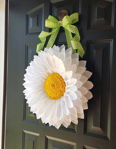 White Daisy Door Hanger by BlueKoalaCrafts on Etsy